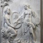 Скульптура Представляя медальон короля
