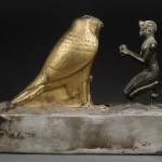 Статуя Taharqa предлагает вино богу сокола Hemen
