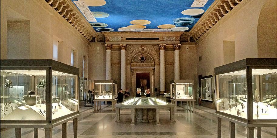 Залы Лувра